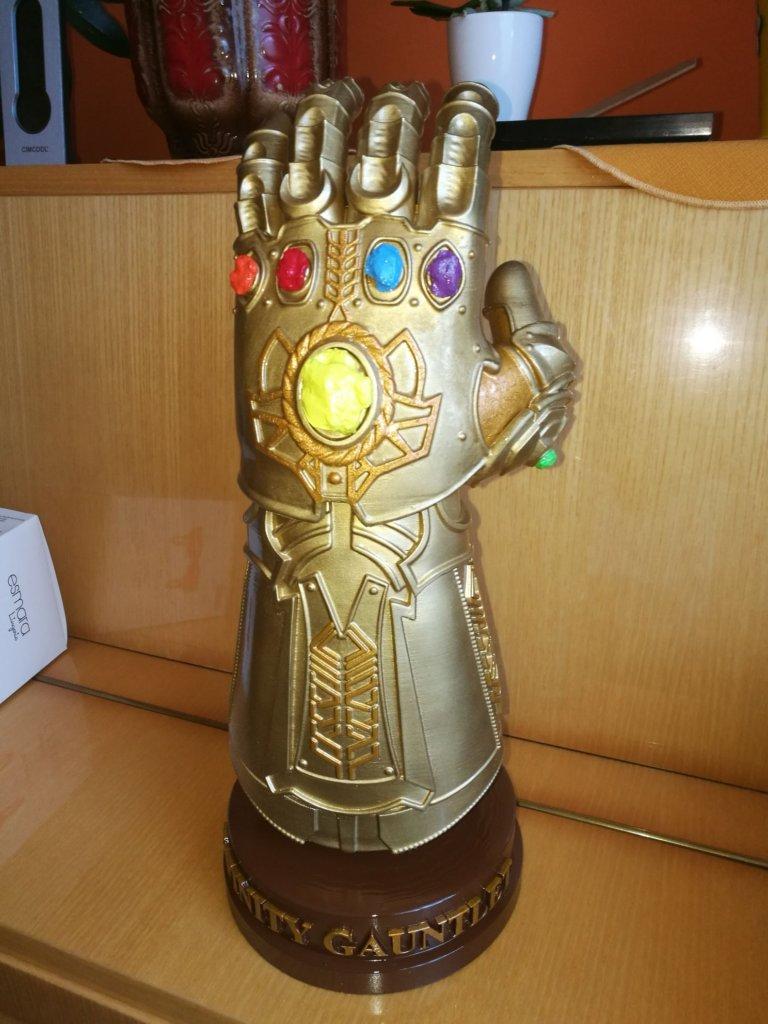 Infinity Gauntlet replica