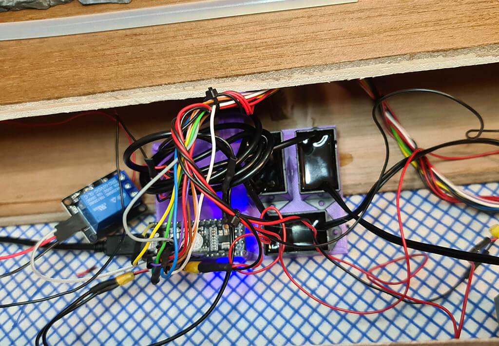 Arduino to light the DeLorean model